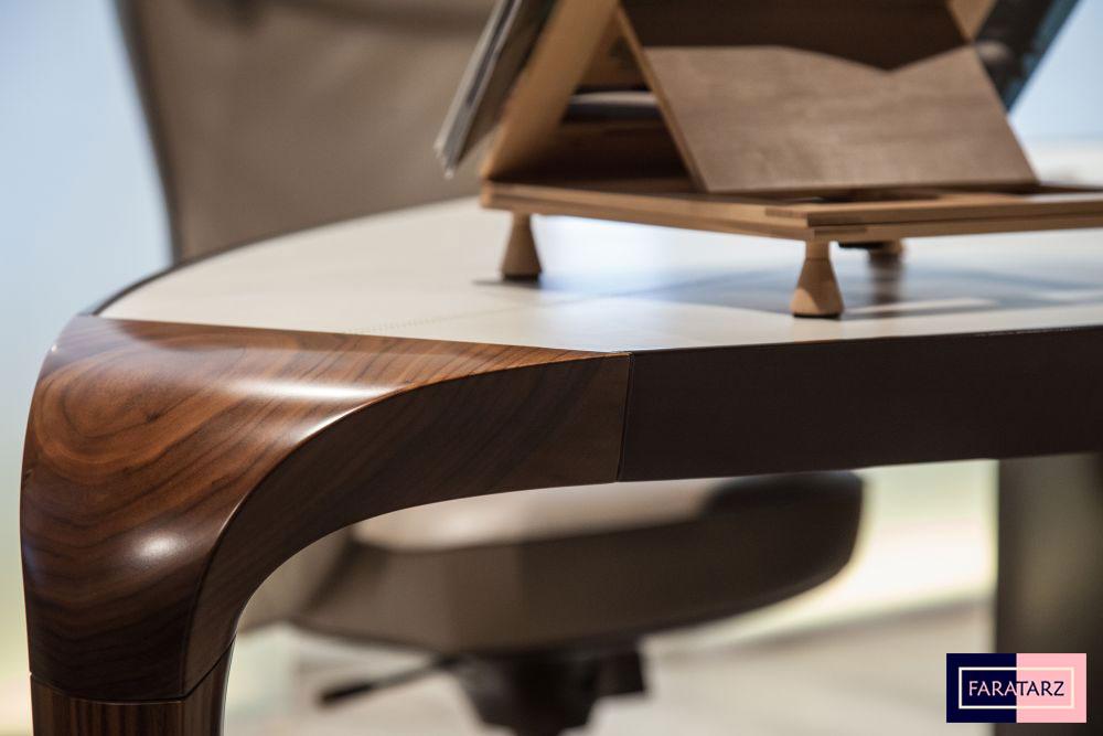 میز اداری با متریال چوب گردویی