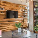 دیوار تاکیدی فضای نشیمن از نوع چوبی مواج